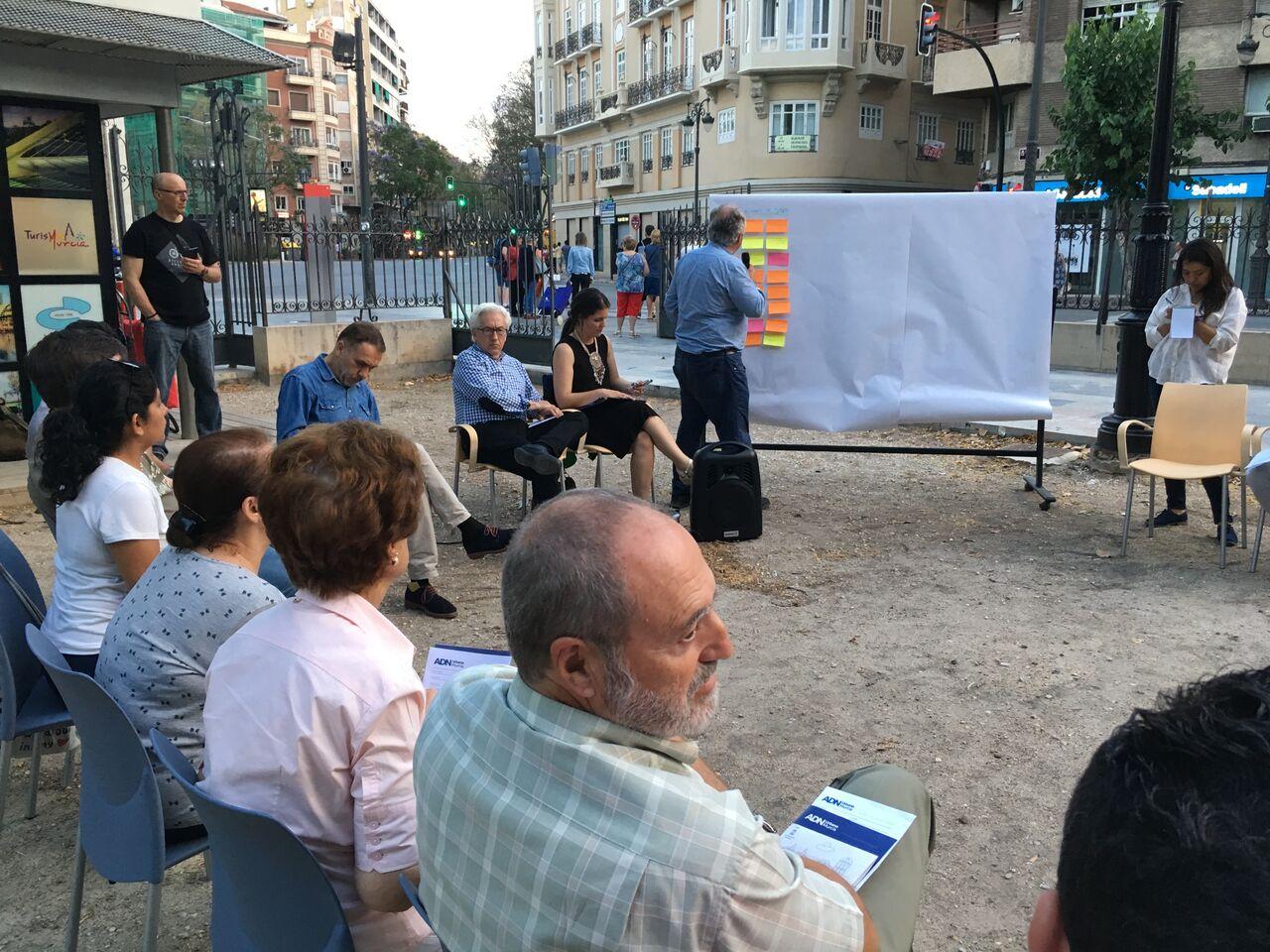 Más de 30 personas participan en el primer Ágora