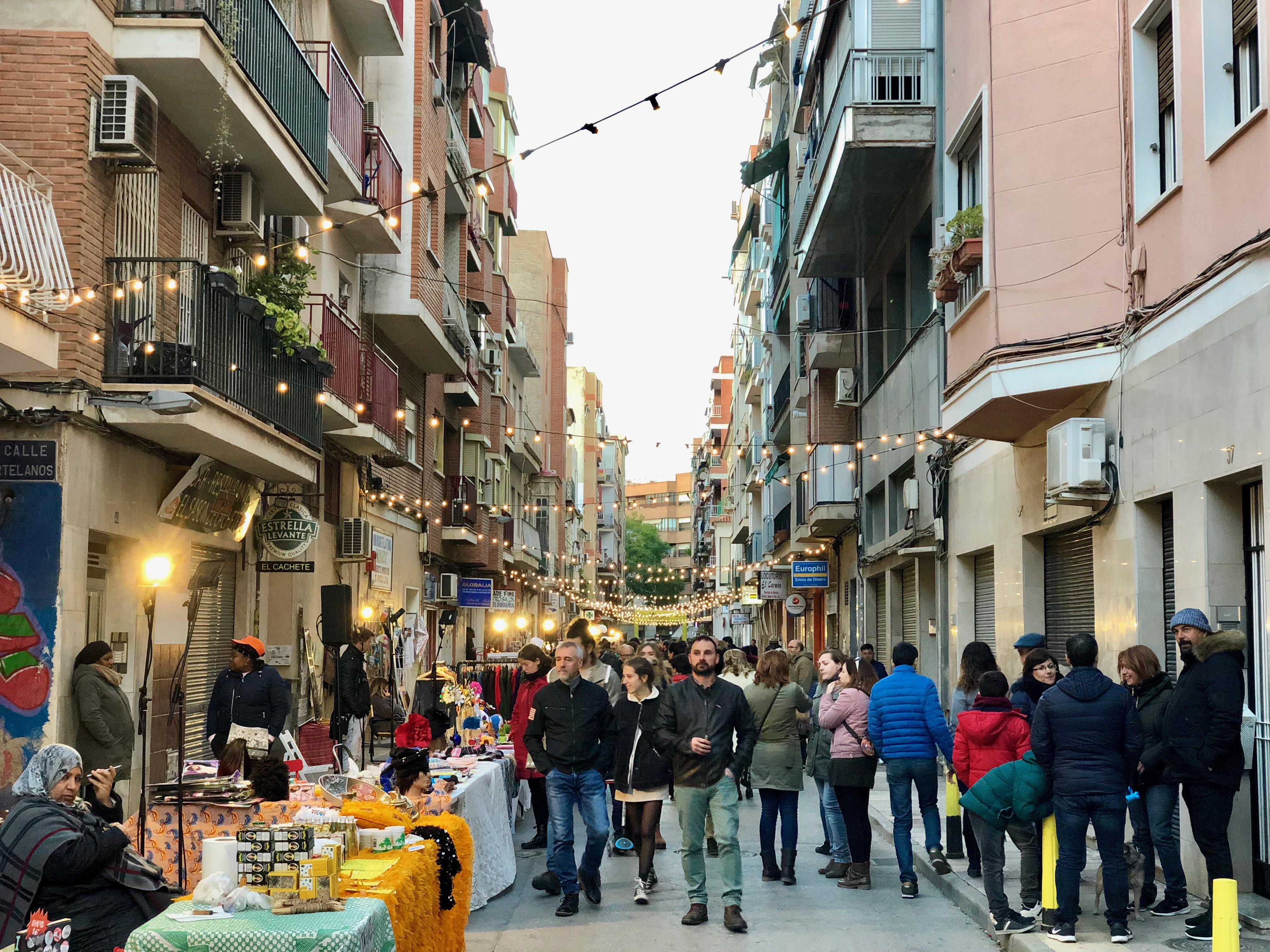 Más de 7.000 personas disfrutan del mercado Mixtura en el barrio de El Carmen